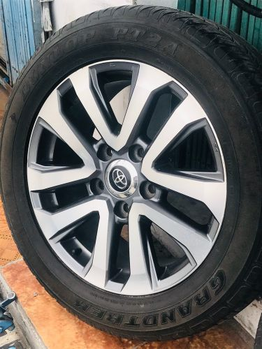 Land cruiser VXR- RIM TYRE USED