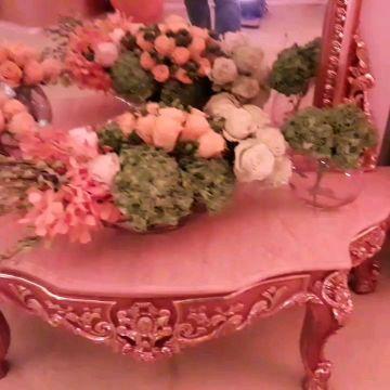 ترتيب الزهور الطازجة.