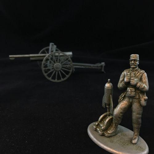 مدفع وجندي أنتيك