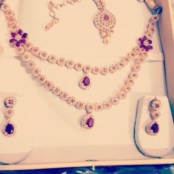 gold colour necklace