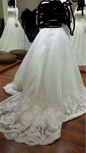 فستان زفاف مع ملحقاته
