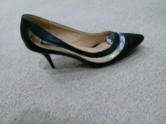حذاء حريمي جديد