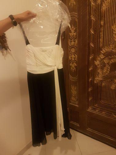 فستان اسود وابيض من دبنهامز