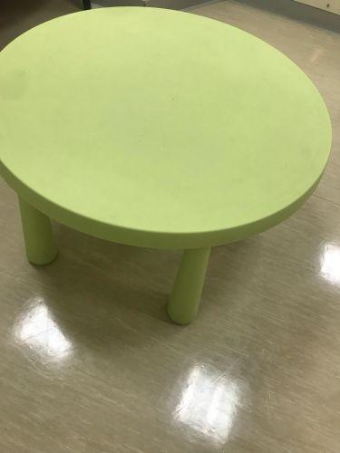 طاولة للاطفال
