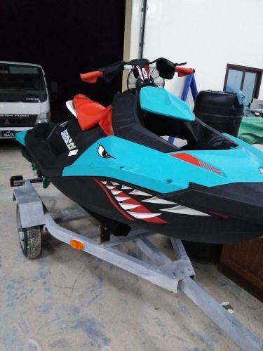Seadoo jet ski spark trixx