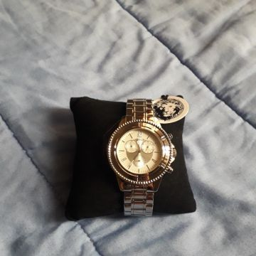 ساعة فيرسيك