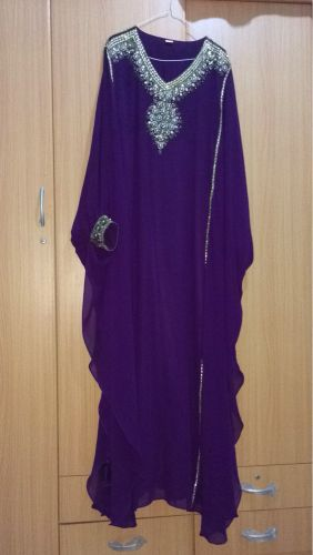 فستان بنفسجي