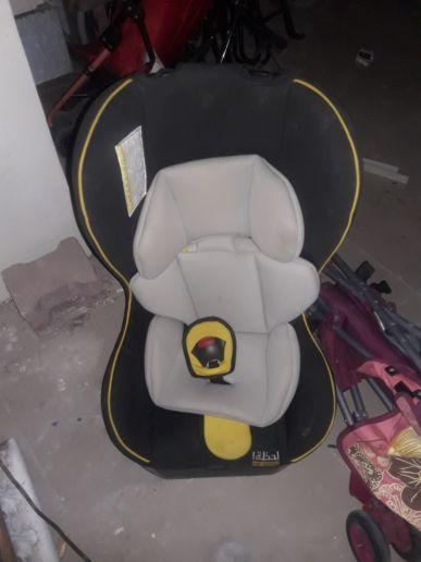للبيع كرسي وعربة اطفال