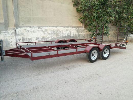 للبيع تيدر لحمل السيارات مقاس 550سم×230س