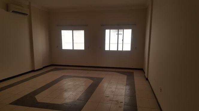 شقة للايجار في بن عمران 4غرف