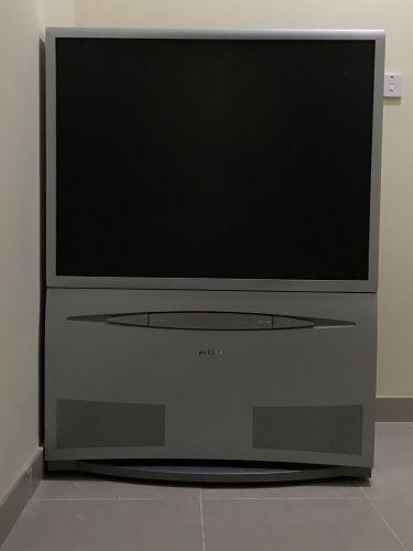 للبيع تلفاز مع معداتة