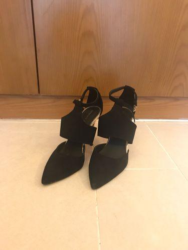 احذية نسائية مستعملة عدد٣