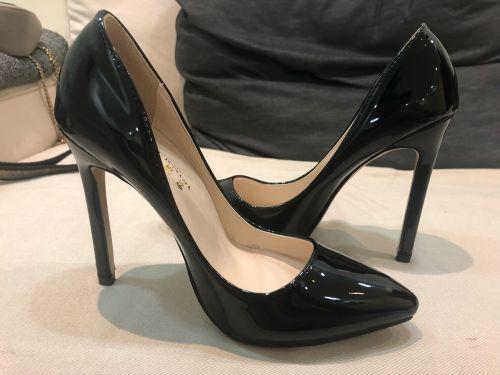 حذائين للبيع