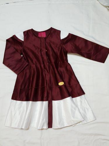 فستانين للبيع نفس الشكل