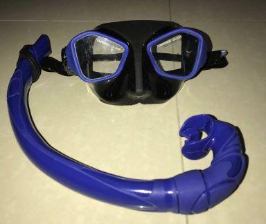 نظارة غطس مع أنبوبة هواء