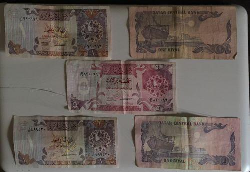 عملات قطرية و سعودية