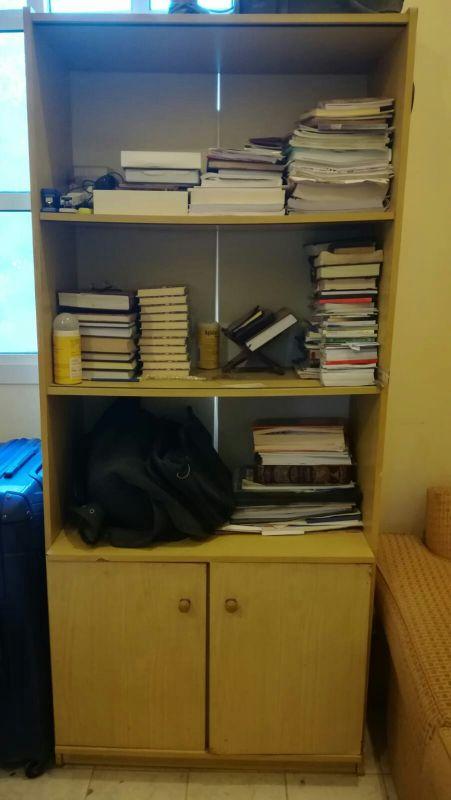 مكتبة كتب صغيره مع خزانة