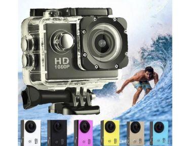 كاميرا مع جميع لوازمها
