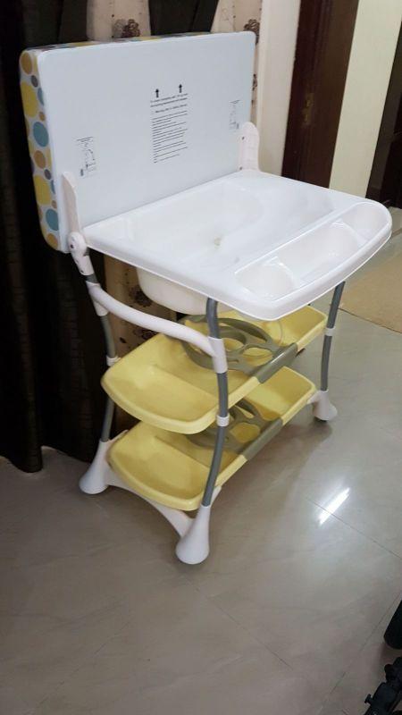 سرير اطفال وسرير اطفال استحمام