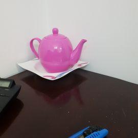 ابريق شاي مع صحن