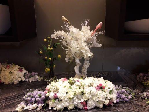 من ترتيب زهرة بيضاء ،