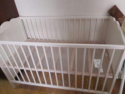 سرير اطفال استعمال قليل.