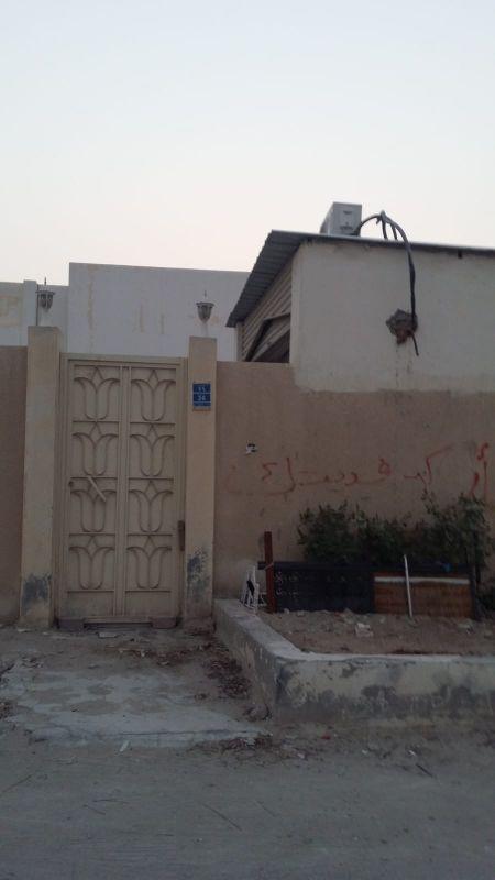 بيت ٤٢٥ م بحالة ممتازة فى فريج السودان