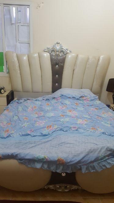 للبيع سرير كبير بحاله جيده جدا
