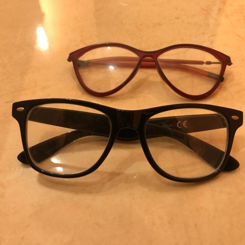 نظارات طبية.