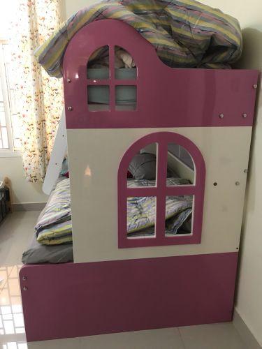للبيع سرير طابقين للبنات
