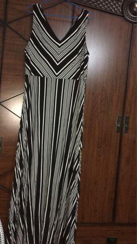 فستان اسود وابيض