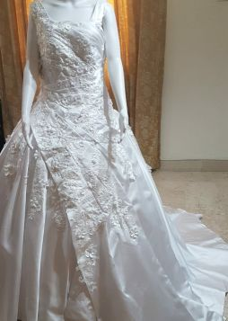 Beautiful brand new wedding gown sale