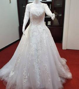 Brand new beautiful wedding gown