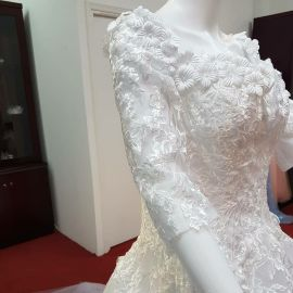 wedding gown beautiful and brand new