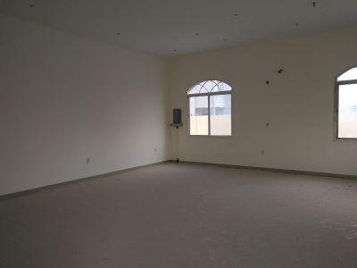 شقة نظامية ٣ غرف مكيفة بالريان