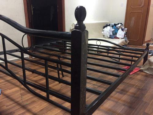 سرير شخصين للبيع