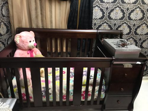 سرير اطفال بحالة جيده