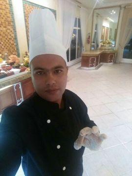 طباخ تونسي يبحث على عمل