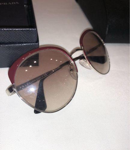 نظارة برادا جديدة