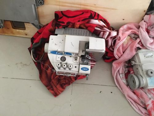 ماكينات خياطة وحبكة