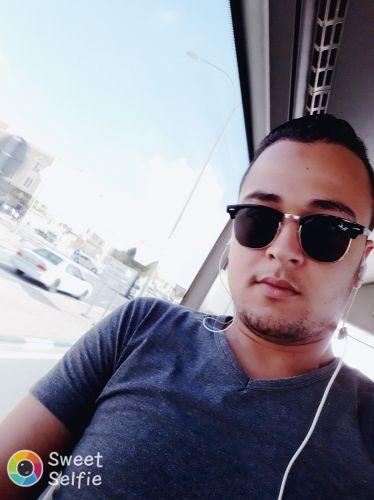 تونسي الجنسيه أبحث عن عمل جيد