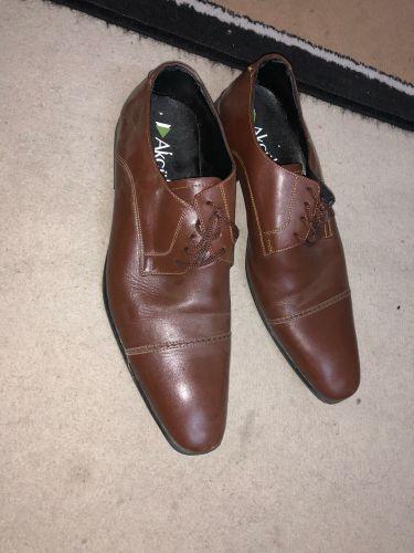 حذاء مقاس ٤٤