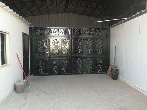 Black Door decorated with Drabzin