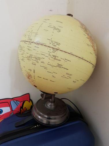 Table lamp globe design