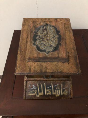 مصحف في علبه خشب