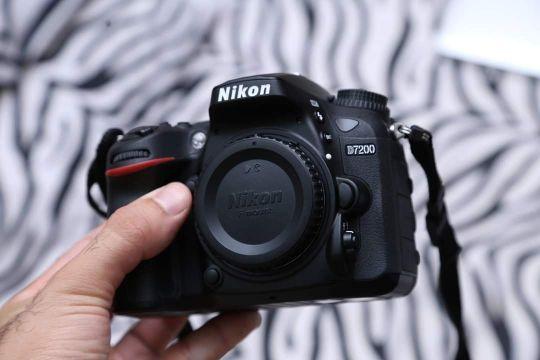 Nikon d7200+18-140 lens shutter7600 only