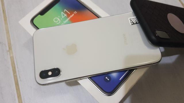 IPhone x 64gb silver full box.no scratch