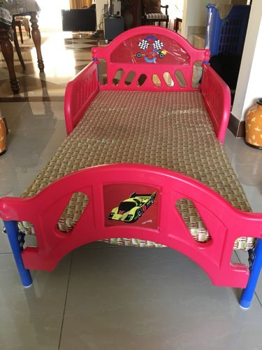 Children's bed never used matress