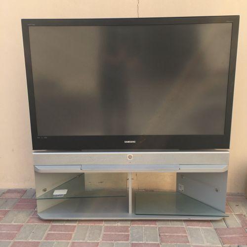 تلفزيون سامسونغ ٦٤ بوصة