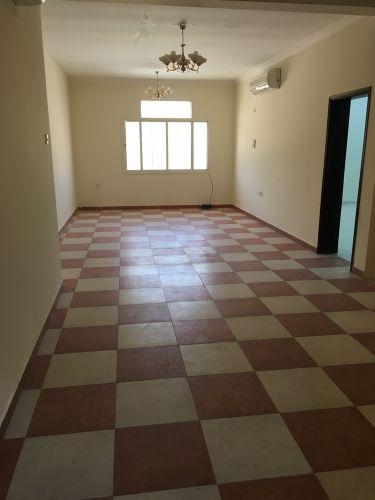 شقة كبيرة في ازغوي للعائلات ..